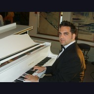 Pianist/Vocalist: Daniel Benisty